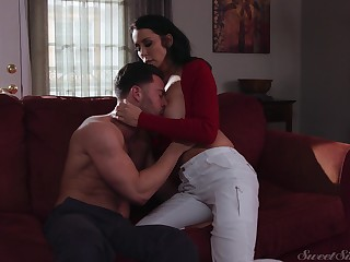 Single cougar Reagan Foxx gets intimate prevalent young handsome guy