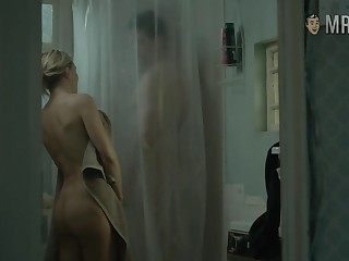 Enjoy sexy booty flashed by such a charming beauty named Kate Hudson