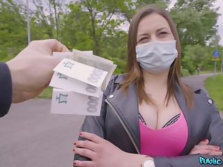 Czech tiro Mia Rose agrees to have sex but wears their way mask