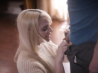 Luring young blonde Kenna James has a crush at bottom her stepdad