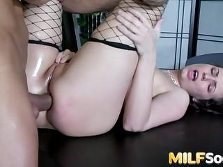 Exploring MILF Hannah Wests Asshole