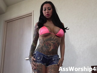 Face sitting domination with Mistress Joslyn James