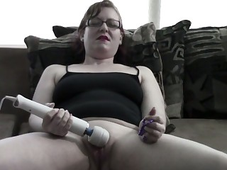 I would cherish all over own this webcam model's pussy and this slut loves her toy